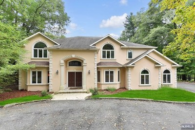Upper Saddle River Single Family Home For Sale: 38 Rolling Ridge Road