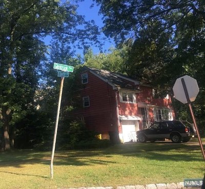 Englewood Single Family Home For Sale: 70 Glenbrook Parkway