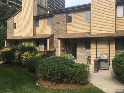 Fort Lee NJ Condo/Townhouse For Sale: $319,900