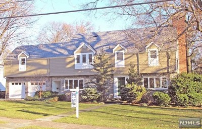 Ridgewood Single Family Home For Sale: 239 Greenway Road