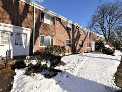 Bergenfield Condo/Townhouse For Sale: 145 East Clinton Avenue #10a