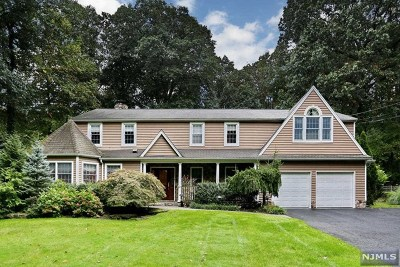 Woodcliff Lake Single Family Home For Sale: 84 Old Farms Road
