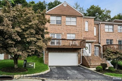 Pompton Lakes Condo/Townhouse For Sale: 19 Beacon Hill