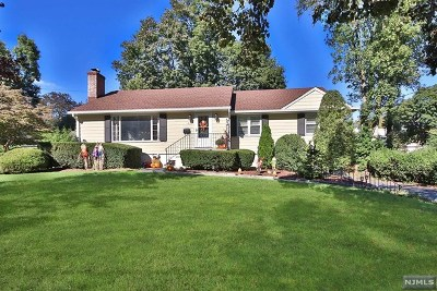 Ridgewood Single Family Home For Sale: 429 Colwell Court