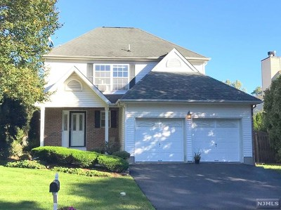 Paramus Single Family Home For Sale: 649 Seagull Drive