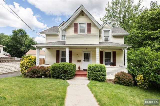 4 bed / 2 baths Home in Oradell for $449,000