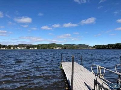 Pompton Lakes Single Family Home For Sale: 38 Glen Court