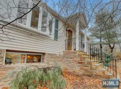 Wayne Single Family Home For Sale: 16 Summit Drive