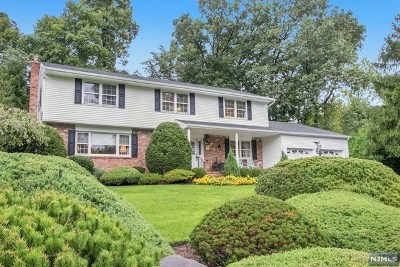 Montvale Single Family Home For Sale: 8 Greenbriar Lane