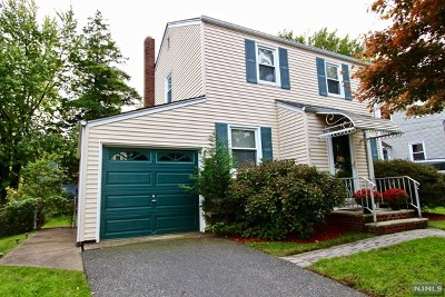 Teaneck Single Family Home For Sale: 54 Blauvelt Street