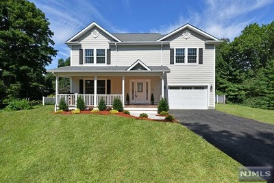 Wyckoff Single Family Home For Sale: 645 Quackenbush Avenue