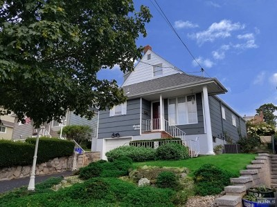 Carlstadt Single Family Home For Sale: 77 Carlyle Court