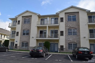 Saddle Brook Condo/Townhouse For Sale: 520 Victor Street #27