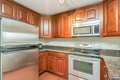 Edgewater Condo/Townhouse For Sale: 5301 City Place #5301