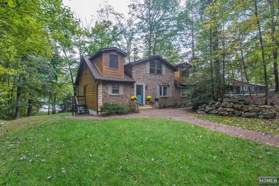 West Milford Single Family Home For Sale: 241 Bearfort Road