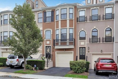Essex County Condo/Townhouse For Sale: 310 Winthrop Drive