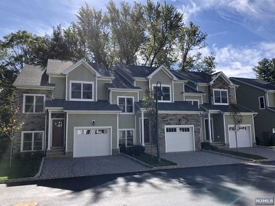 Montvale Condo/Townhouse For Sale: 99 Spring Valley Road #302
