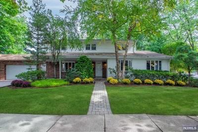 Bergenfield Single Family Home For Sale: 1 Elder Avenue