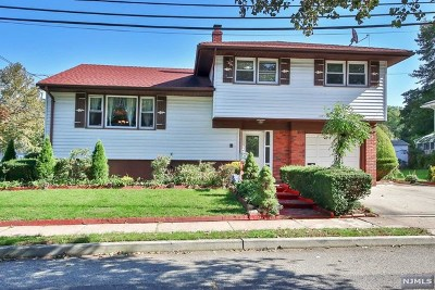Bergenfield Single Family Home For Sale: 43 Pelham Place