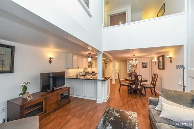 Jersey City Condo/Townhouse For Sale: 83 Montgomery Street #102