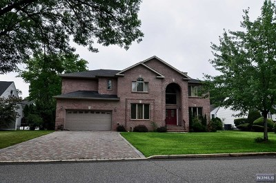 Paramus Single Family Home For Sale: 138 Village Circle West