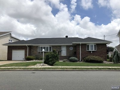 Secaucus Single Family Home For Sale: 698 5th Street