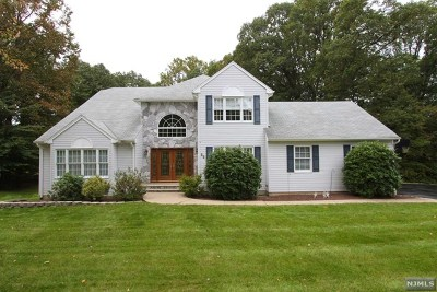 Morris County Single Family Home For Sale: 12 Rebecca Court