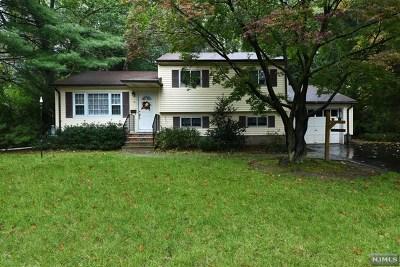 Waldwick Single Family Home For Sale: 15 Lotus Lane