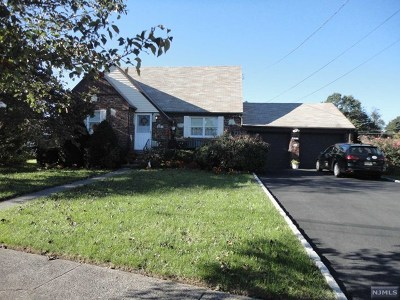 Saddle Brook Single Family Home For Sale: 57 Taggart Way