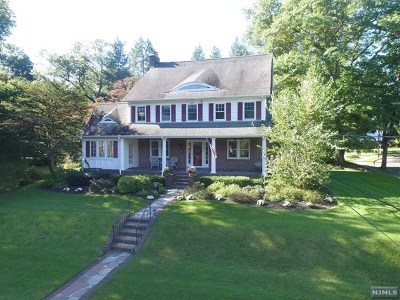 Ridgewood Single Family Home For Sale: 848 Hillcrest Road