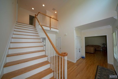 Midland Park Single Family Home For Sale: 4 Coombs Lane