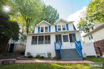 Leonia Single Family Home For Sale: 8 Cottage Place