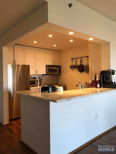 Edgewater Condo/Townhouse For Sale: 3412 City Place