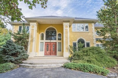 Mahwah Single Family Home For Sale: 55 Crocker Mansion Drive