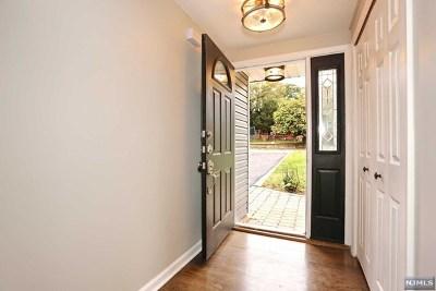 Waldwick Single Family Home For Sale: 1 Salrit Avenue