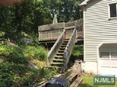 Wanaque Single Family Home For Sale: 160 Greenwood Avenue