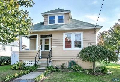 Fair Lawn Single Family Home For Sale: 22-01 Myrtle Avenue