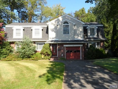 River Edge Single Family Home For Sale: 6 Fenway Court
