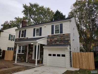 Teaneck Single Family Home For Sale: 975 Allen Court