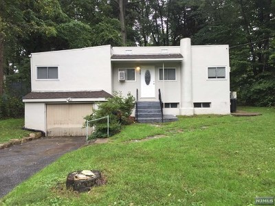 Franklin Lakes Single Family Home For Sale: 526 Shirley Avenue
