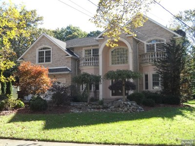 Paramus Single Family Home For Sale: 304 South Drive