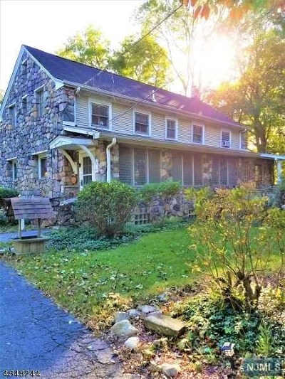 Pompton Lakes Single Family Home For Sale: 44 Garden Road