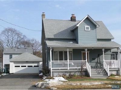 Wanaque Single Family Home For Sale: 1210 Ringwood Avenue