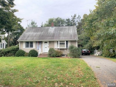Ridgewood Single Family Home For Sale: 467 Hunter Road
