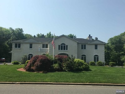 Franklin Lakes Single Family Home For Sale: 672 Knollwood Road