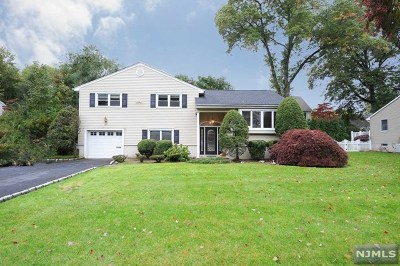 Glen Rock Single Family Home For Sale: 11 Yardley Court