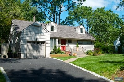 Ridgewood Single Family Home For Sale: 286 North Maple Avenue