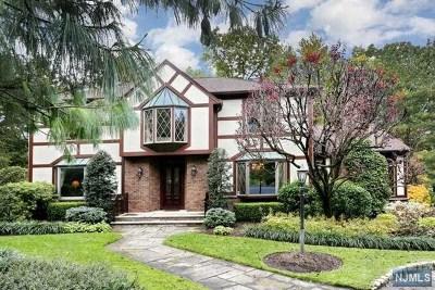 Mahwah Single Family Home For Sale: 10 Oweno Place