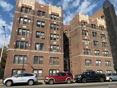 Weehawken Condo/Townhouse For Sale: 883 Boulevard East #B4