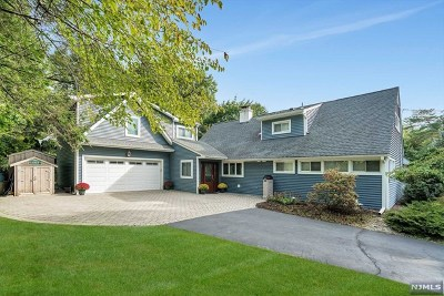 Ridgewood Single Family Home For Sale: 913 Norgate Drive